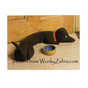 wonkyzebra_t1015_a_knit_dachshund_draught_excluder